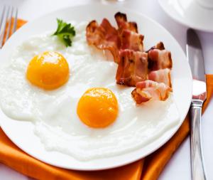 Reg-Enor menü olyan mint a tipikus angol reggeli